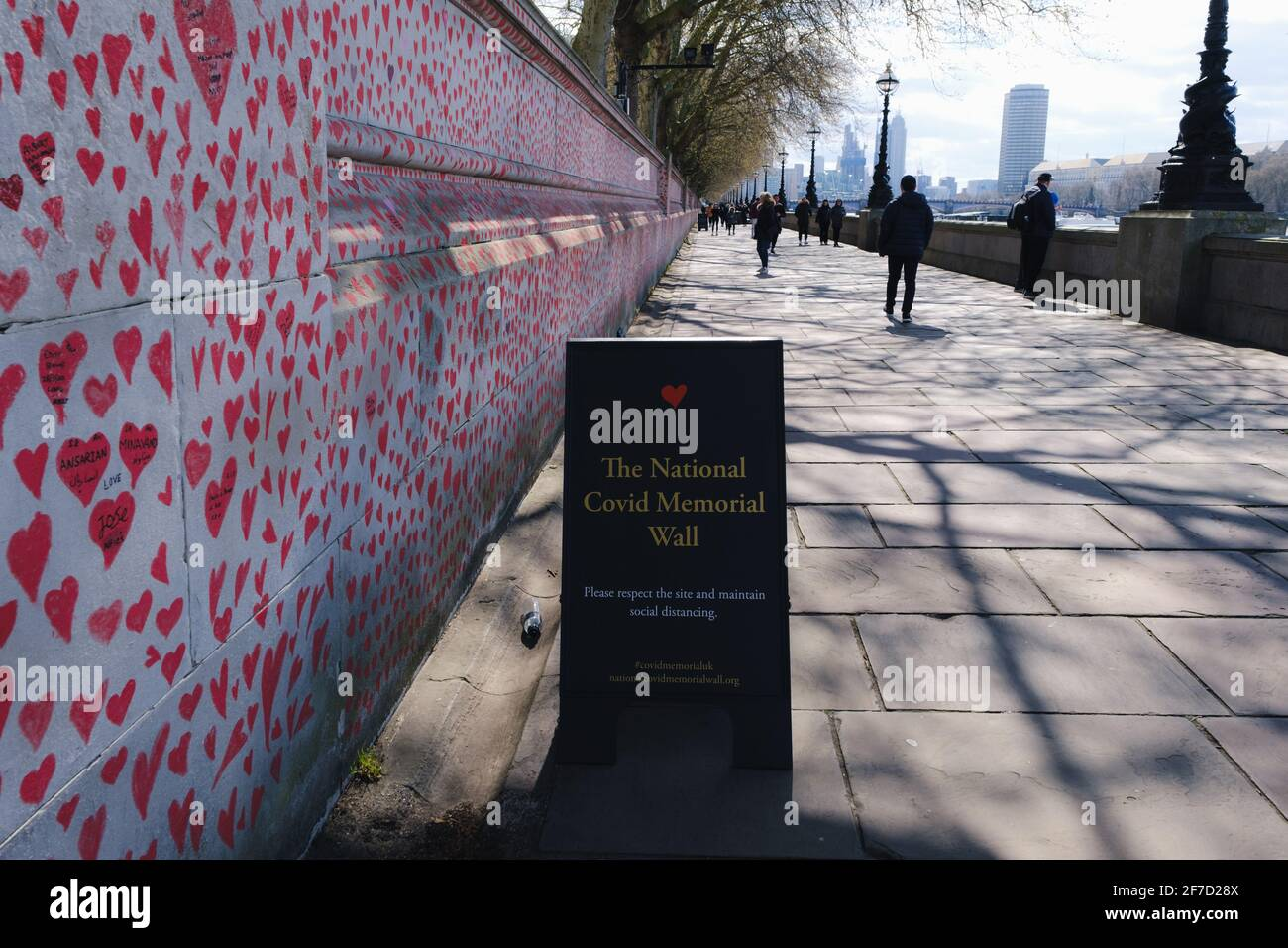 London, UK -April  2021. The National Covid Memorial Wall. Nearly 150,000 hearts will be painted by volunteers, one for each Covid-19 victim in the UK Stock Photo
