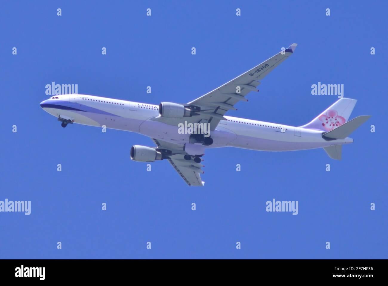 China Airlines, Taiwan, Airbus, A330-300, B-18309, Final approach, Landing, Tokyo Haneda Airport, Tokyo, Japan Stock Photo