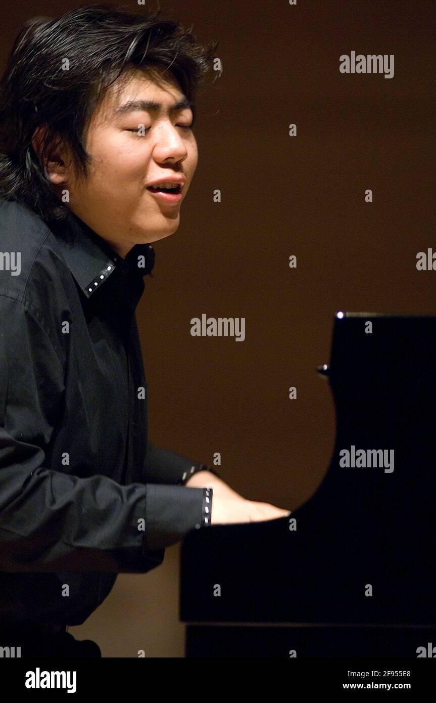 DEU, Deutschland, Ruhrgebiet, Essen, 10.02.2006: Der Pianist Lang Lang bei der Probe vor seinem Konzert in der Philharmonie Essen. [(c) Michael Kneffe Stock Photo
