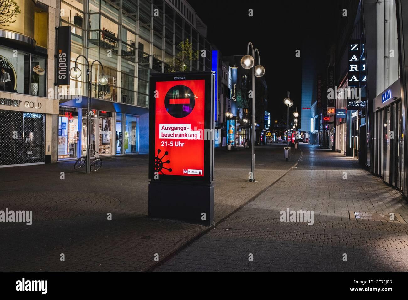 Kšln, Innenstadt, 17.04.21-18.04.21: Bilddokumentation der Ausgangssperre von 21Uhr bis 5Uhr, Leere Einkaufsstra§en hier die Schildergasse mit den Hin Stock Photo
