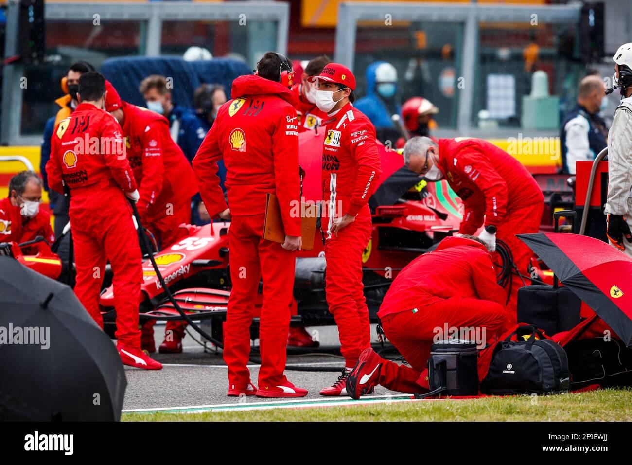 SAINZ Carlos (spa), Scuderia Ferrari SF21, on the grid during the ...