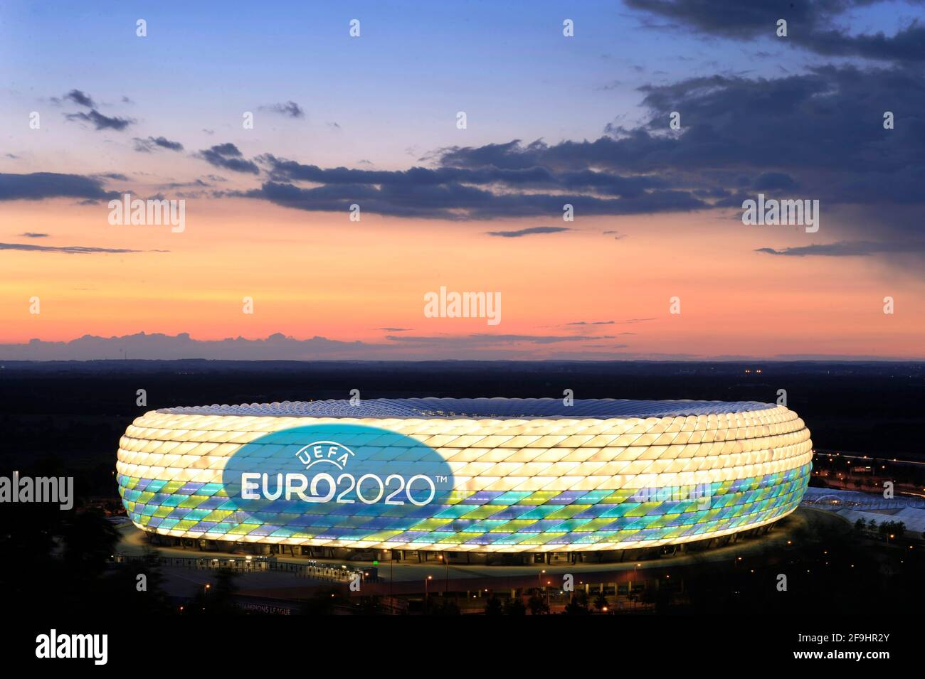"""European Championship hosts Munich - UEFA demands audience guarantee! The European Football Union has increased the pressure on the German EM location Munich and set a deadline for a spectator guarantee. """"Additional information"""" on the plans should be submitted by the executive meeting on April 19th. Archive photo: EURO 2020 comes after Munich . Muenchen is one of 13 venues for the 2020 European Championship. This was announced by the European football association UEFA on Friday in Geneva. In the Allianz Arena three preliminary round matches and a quarter-finals will be played in six years. P Stock Photo"""