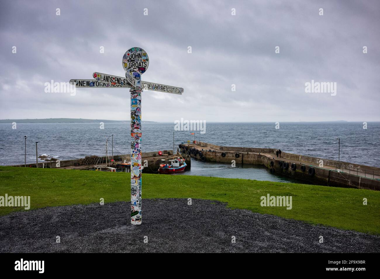 """John O'Groats, UK - June 24, 2019: The landmark """"Journey's End"""" signpost at John o' Groats, a popular tourist attraction marking the furthest north on Stock Photo"""