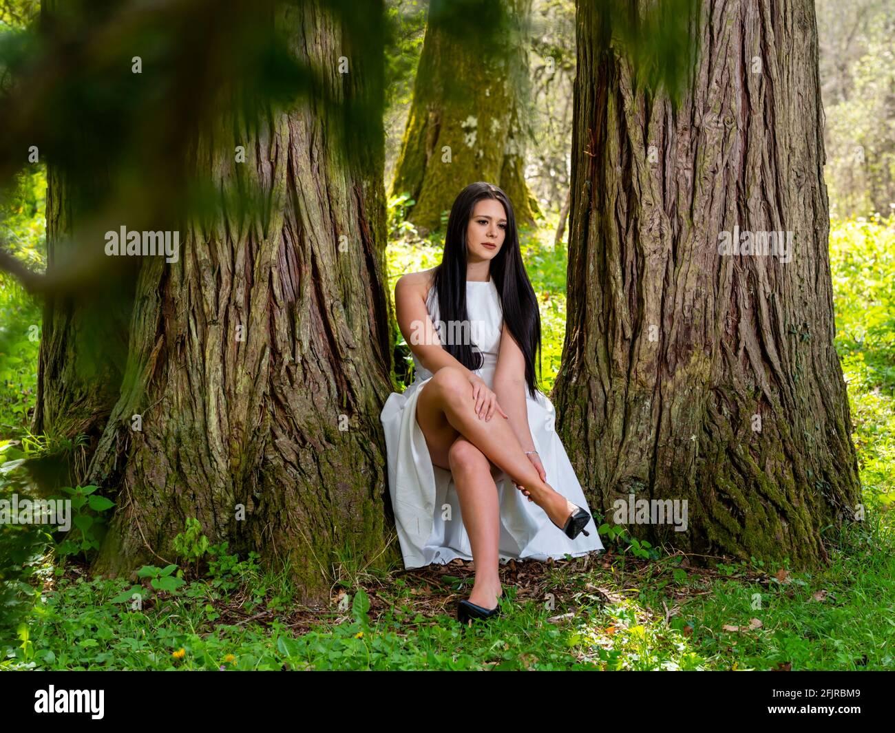 Kinda pain painful leg young woman crossed legs cross legged heels Stock Photo