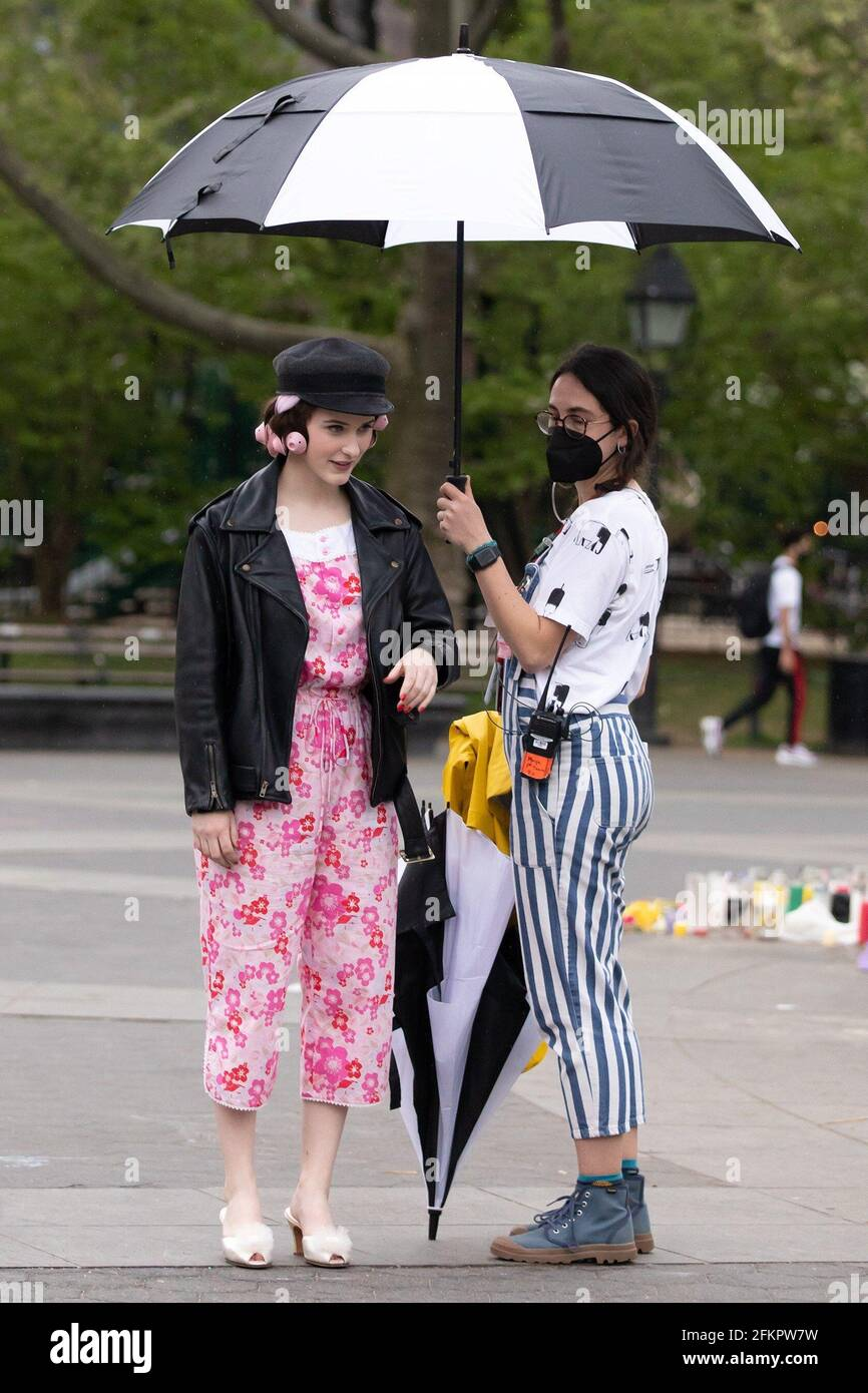 New York, NY, USA. 29th Apr, 2021. Rachel Brosnahan out and about for THE MARVELOUS MRS. MAISEL Shooting On Location, Washington Square Park, New York, NY April 29, 2021. Credit: RCF/Everett Collection/Alamy Live News Stock Photo