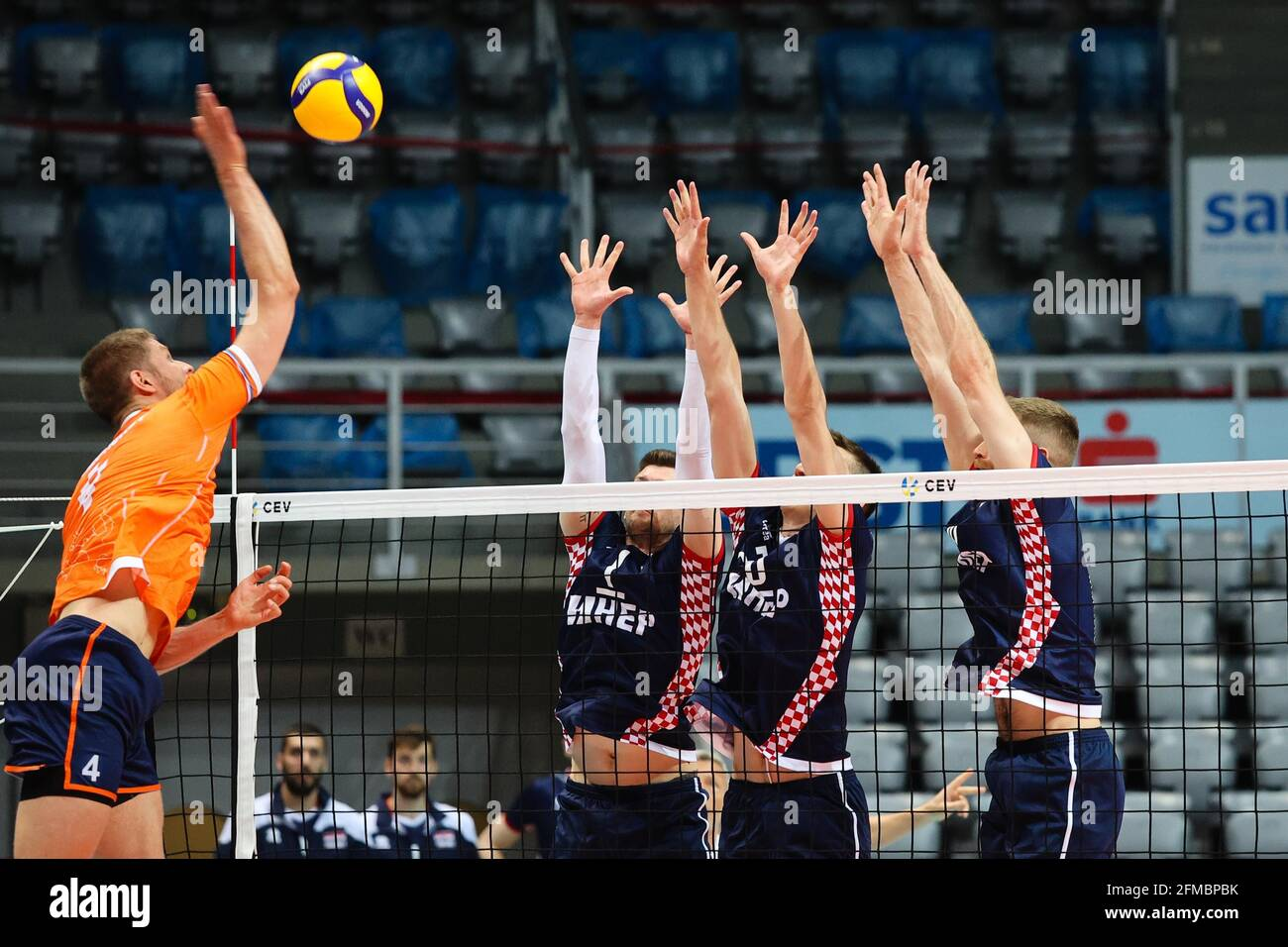(210508) -- ZADAR, May 8, 2021 (Xinhua) -- Thijs Ter Host (1st L) of the Netherlands spikes during the CEV EuroVolley 2021 Qualifying match between Croatia and the Netherlands in Zadar, Croatia, May 7, 2021. (Marko Dimic/Pixsell via Xinhua) Stock Photo