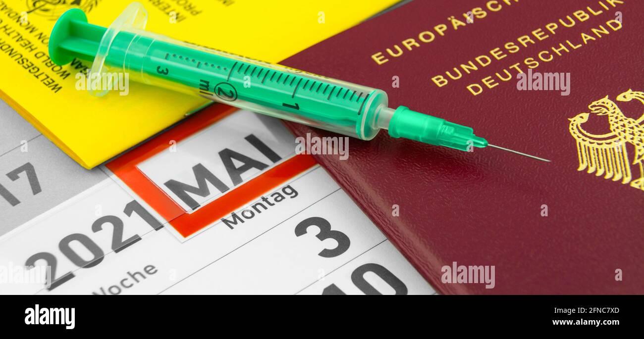 Deutscher Reisepass und Impfung mit Impfpass Mai 2021 Stock Photo
