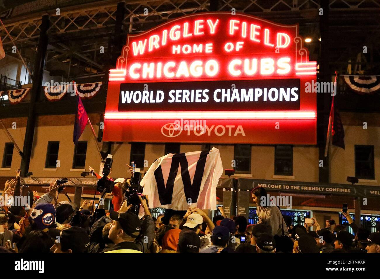 Chicago, USA. 02nd Nov, 2016. Fans cheer outside Wrigley Field after the Chicago Cubs defeated the Cleveland Indians in Game 7 of the World Series on Nov. 2, 2016, in Chicago. (Photo by Armando L. Sanchez/Chicago Tribune/TNS/Sipa USA) Credit: Sipa USA/Alamy Live News Stock Photo