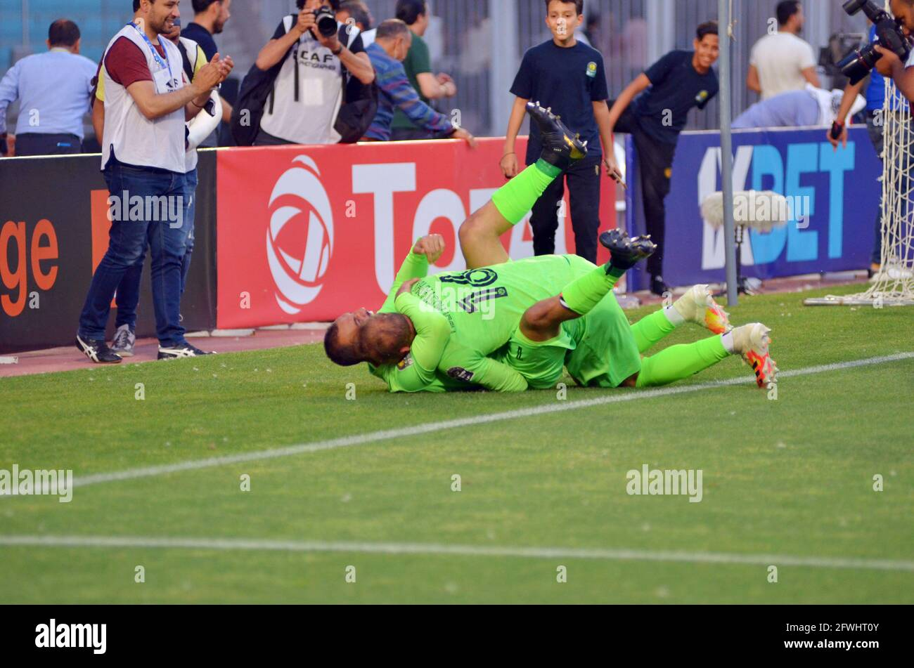 rades-tunis-tunisia-22nd-may-2021-farouk-ben-mustapha16-gk-from-est-who-stops-2-penalties-during-the-penalty-shoot-out-and-offers-the-semi-final-qualification-to-his-team-during-the-african-champions-league-quarter-final-match-between-esperance-sportive-de-tunis-est-and-cr-belouizdad-from-algeria-at-rades-stadiums-photo-yassine-mahjoub-credit-chokri-mahjoubzuma-wirealamy-live-news-2FWHT0Y.jpg