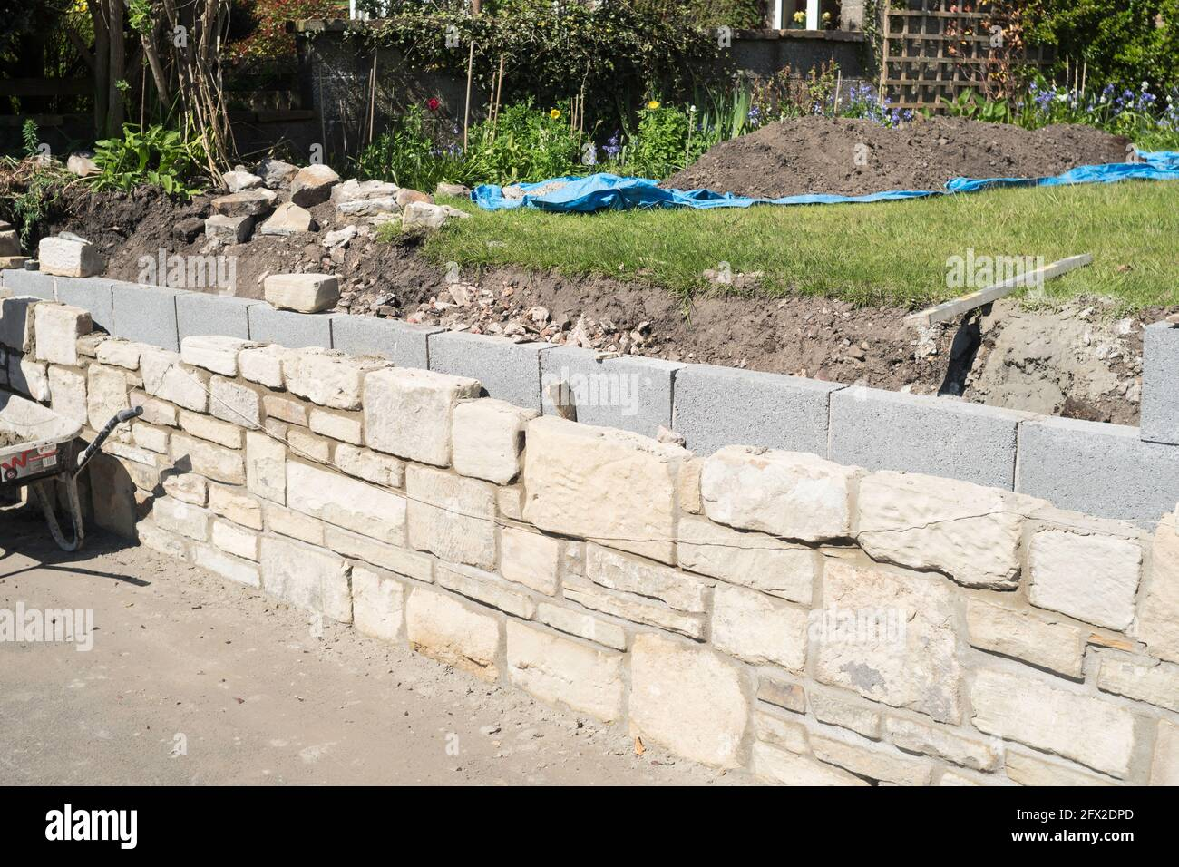 Retaining Wall Garden High Resolution Stock Photography and Images ...