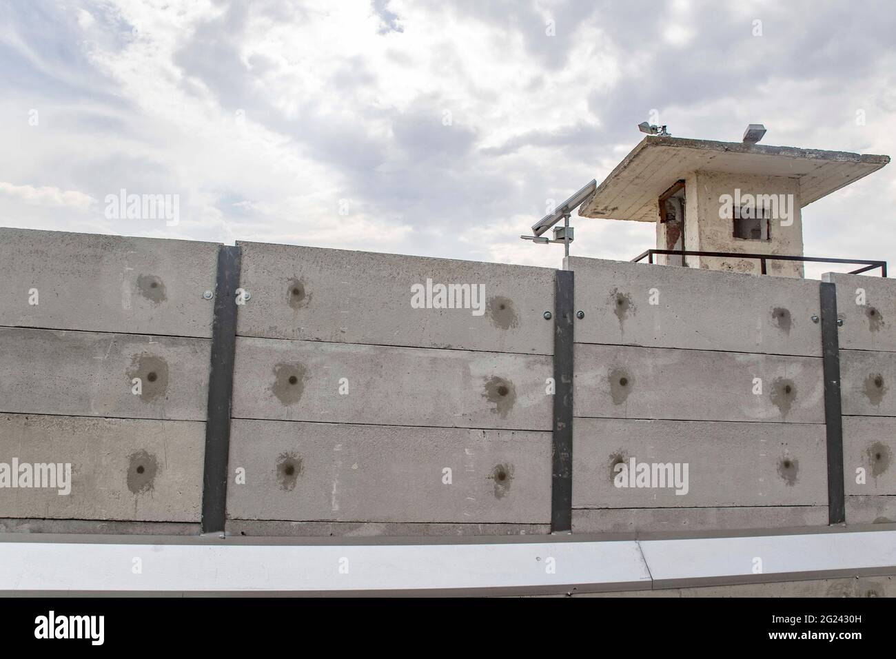 Thessaloniki, Greece. 07th June, 2021. View of a 3-meter grey wall constructed around the Diavata refugee camp near Thessaloniki. High concrete walls are being built around refugee camps on the Greek mainland and the Greek islands, a move Greece claims is for security purposes. Credit: SOPA Images Limited/Alamy Live News Stock Photo
