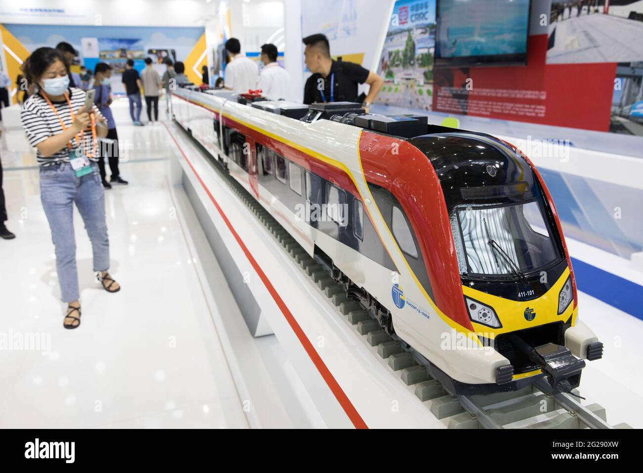 """Ningbo, China's Zhejiang Province. 9th June, 2021. A visitor takes photos of a bullet train model at the second China-Central and Eastern European Countries (CEEC) Expo in Ningbo, east China's Zhejiang Province, June 9, 2021. The expo opened to public visitors on Wednesday. Themed """"Fostering a New Development Paradigm, Sharing a Win-Win Opportunity,"""" the expo aims to boost trade between China and Central and Eastern European Countries (CEECs). Credit: Jin Liwang/Xinhua/Alamy Live News Stock Photo"""