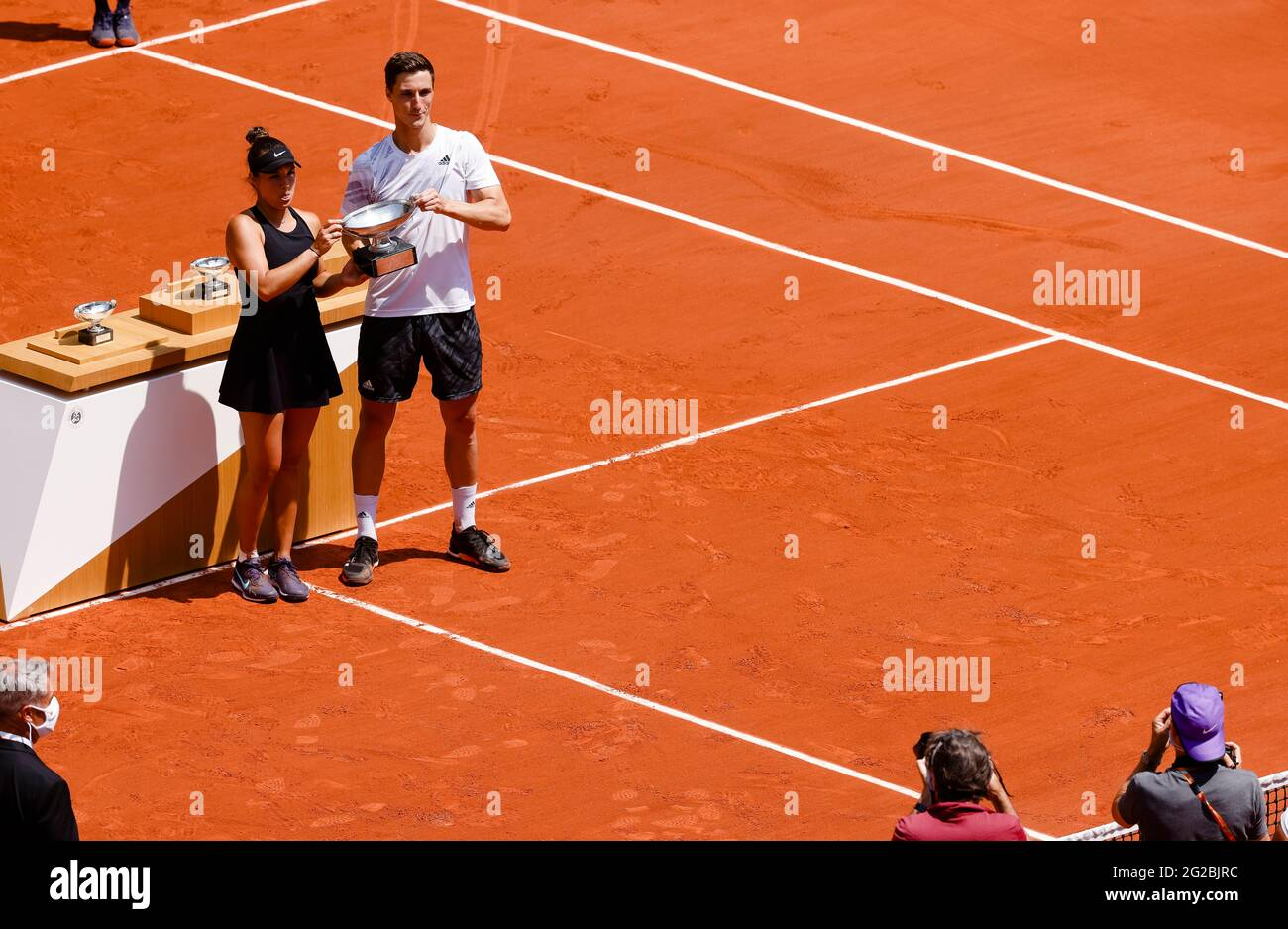 Paris, France. 10th June, 2021. Desirae Krawczyk from the USA and Joe Salisbury from GBR won the Mix Doubles final at the 2021 French Open Grand Slam tennis tournament in Roland Garros, Paris, France. Frank Molter/Alamy Live news Stock Photo