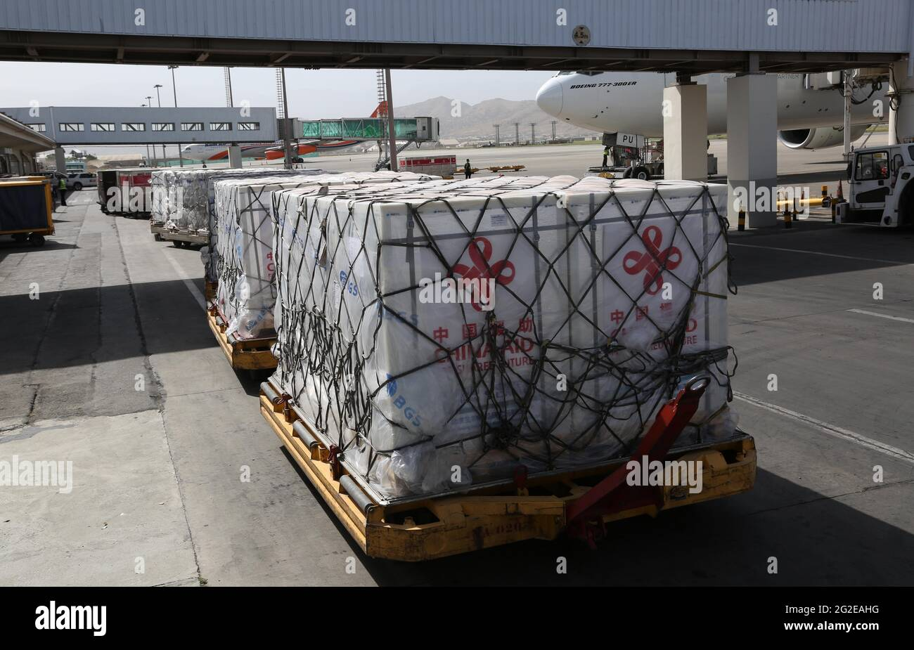 Kabul, Afghanistan. 10th June, 2021. Photo taken on June 10, 2021 shows packages of Chinese COVID-19 vaccines arriving at the Hamid Kazia International Airport in Kabul, capital of Afghanistan. A batch of COVID-19 vaccines donated by the Chinese government arrived in Kabul, the capital of Afghanistan on Thursday. Credit: Rahmatullah Alizadah/Xinhua/Alamy Live News Stock Photo