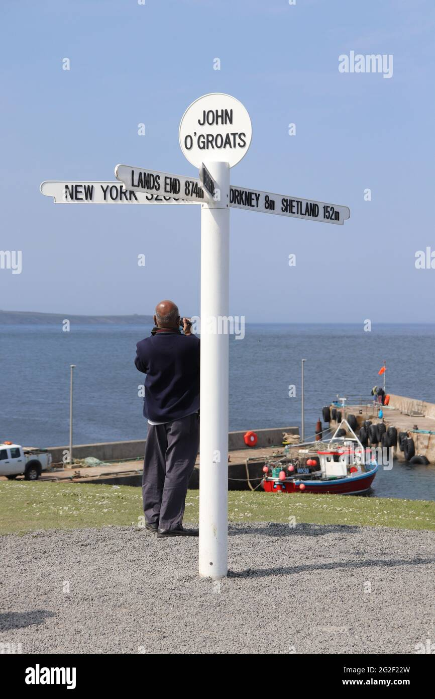 Famous signpost at John O'Groats on the most northerly point on the Scottish mainland, showing the distances to New York, Land's End, Edinburgh Stock Photo