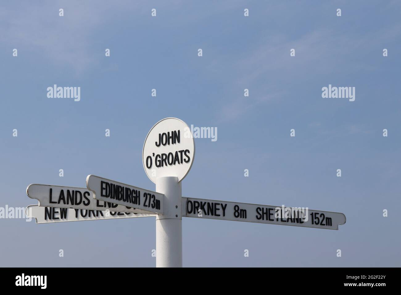 Famous signpost at John O'Groats on the most northerly point on the Scottish mainland, showing distances to New York, Land's End, Edinburgh, Orkney Stock Photo