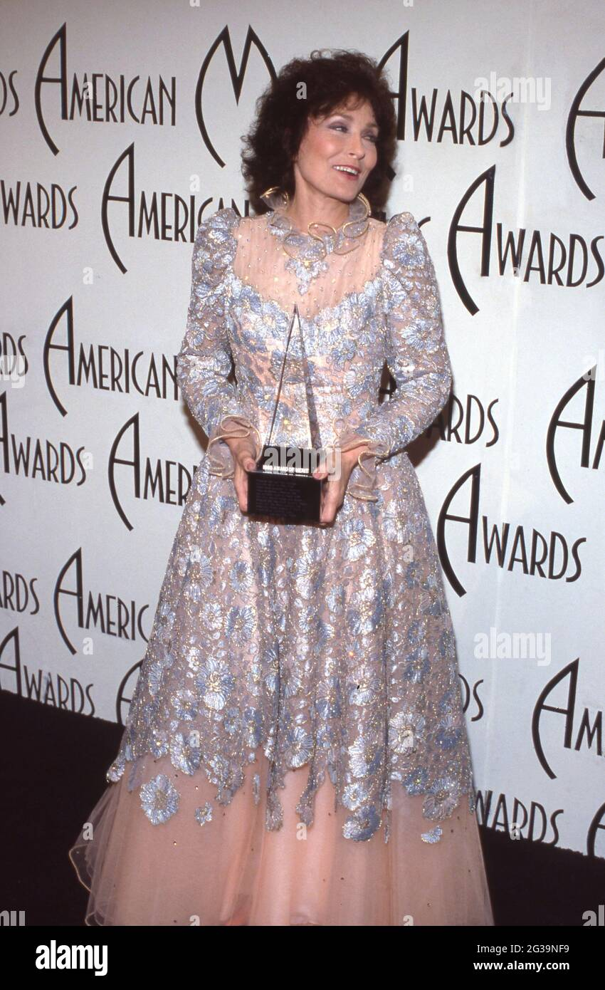 Loretta Lynn at the 12th Annual American Music Awards at Shrine Auditorium in Los Angeles, California, January 28, 1985 Credit: Ralph Dominguez/MediaPunch Stock Photo