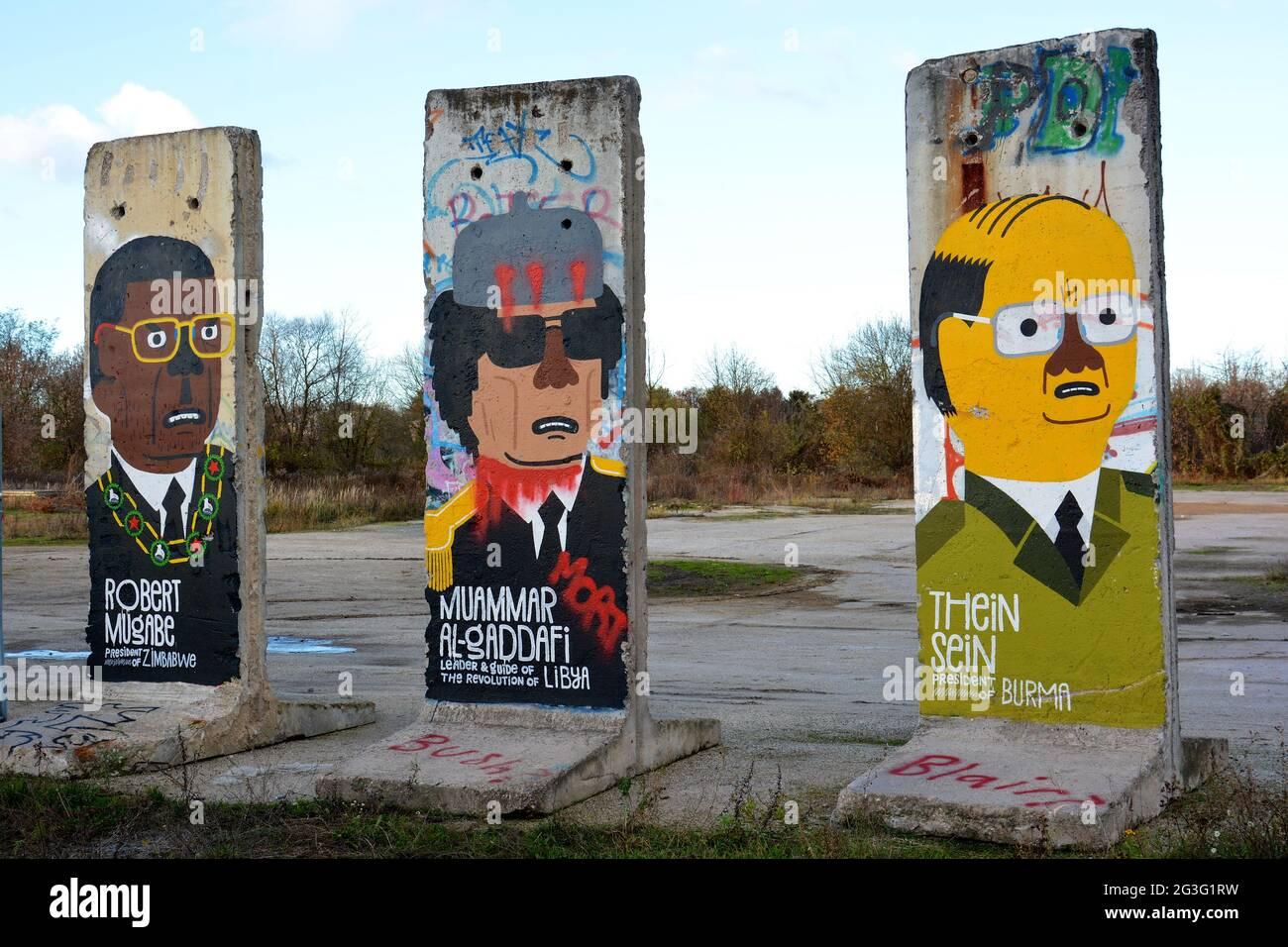 Mauerteil mit der Darstellung Gaddafi,Mugabe, Sein Stock Photo