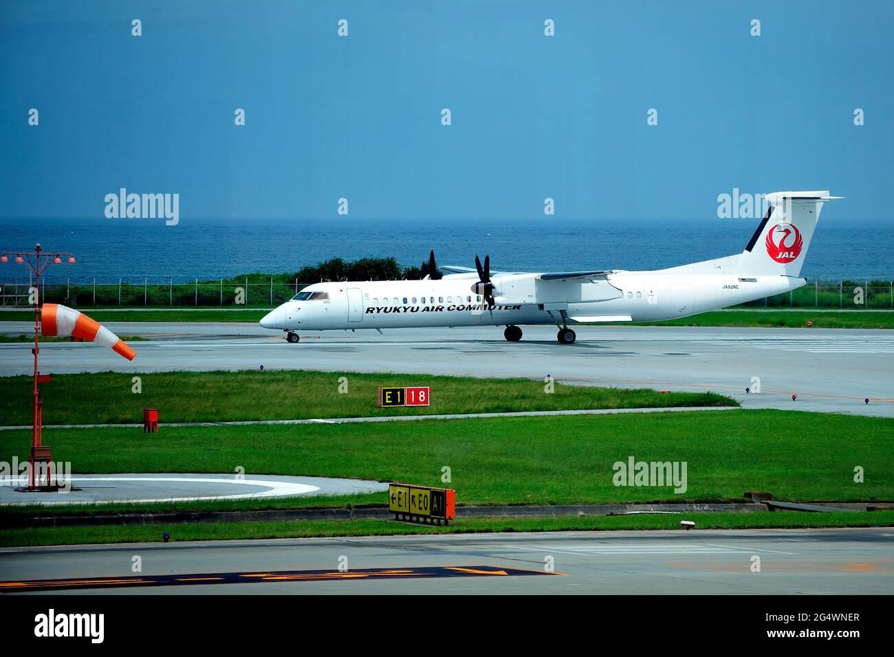 Ryukyu Air Commuter, RAC, De Havilland Canada Dash 8, DHC-8-200, JA82RC, Take Off, Naha Airport, Okinawa, Japan Stock Photo