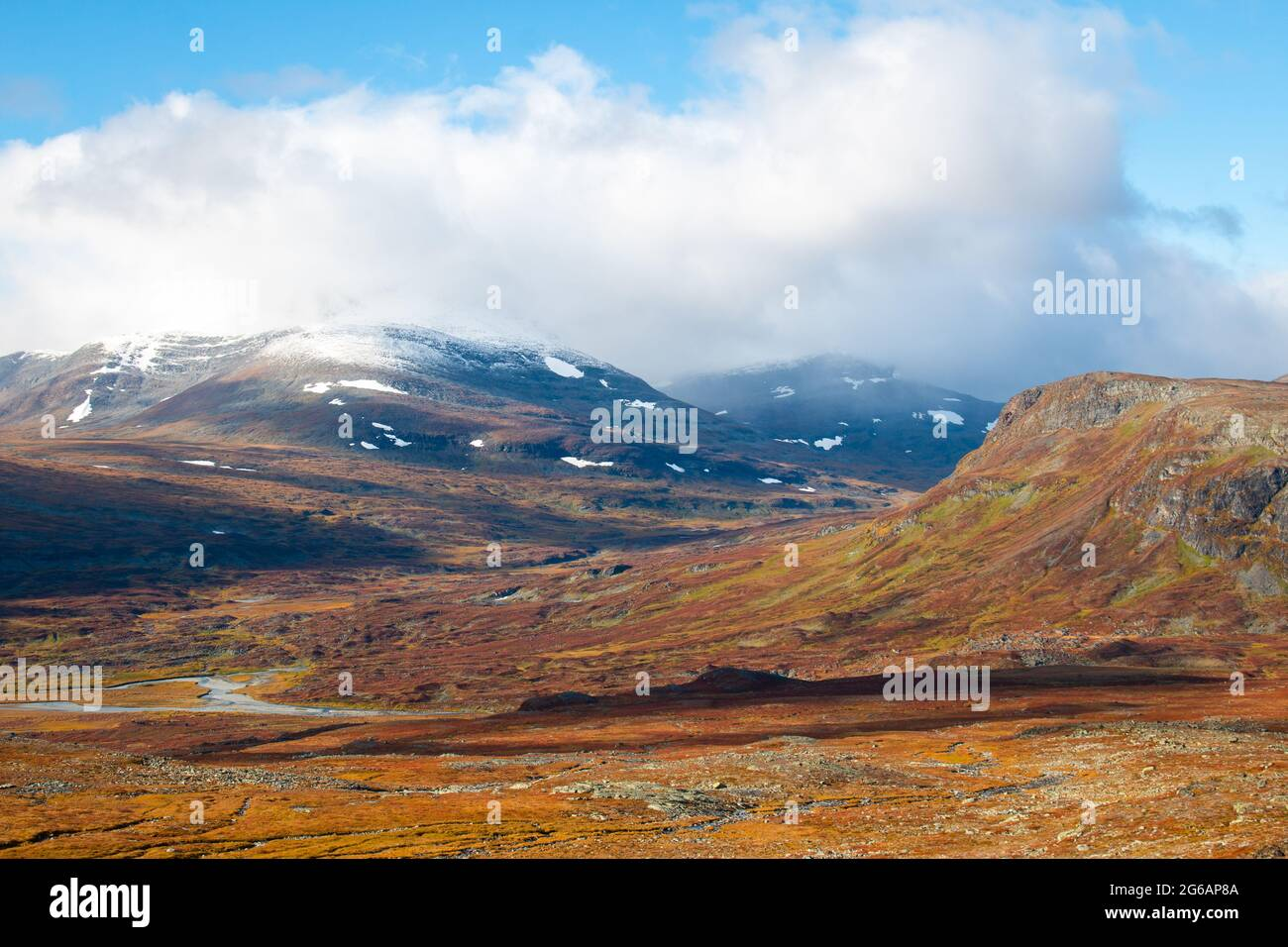 Mountains around Kungsleden trail on a shortcut between Salka and Kebnekaise, Swedish Lapland, mid-September, 2020 Stock Photo