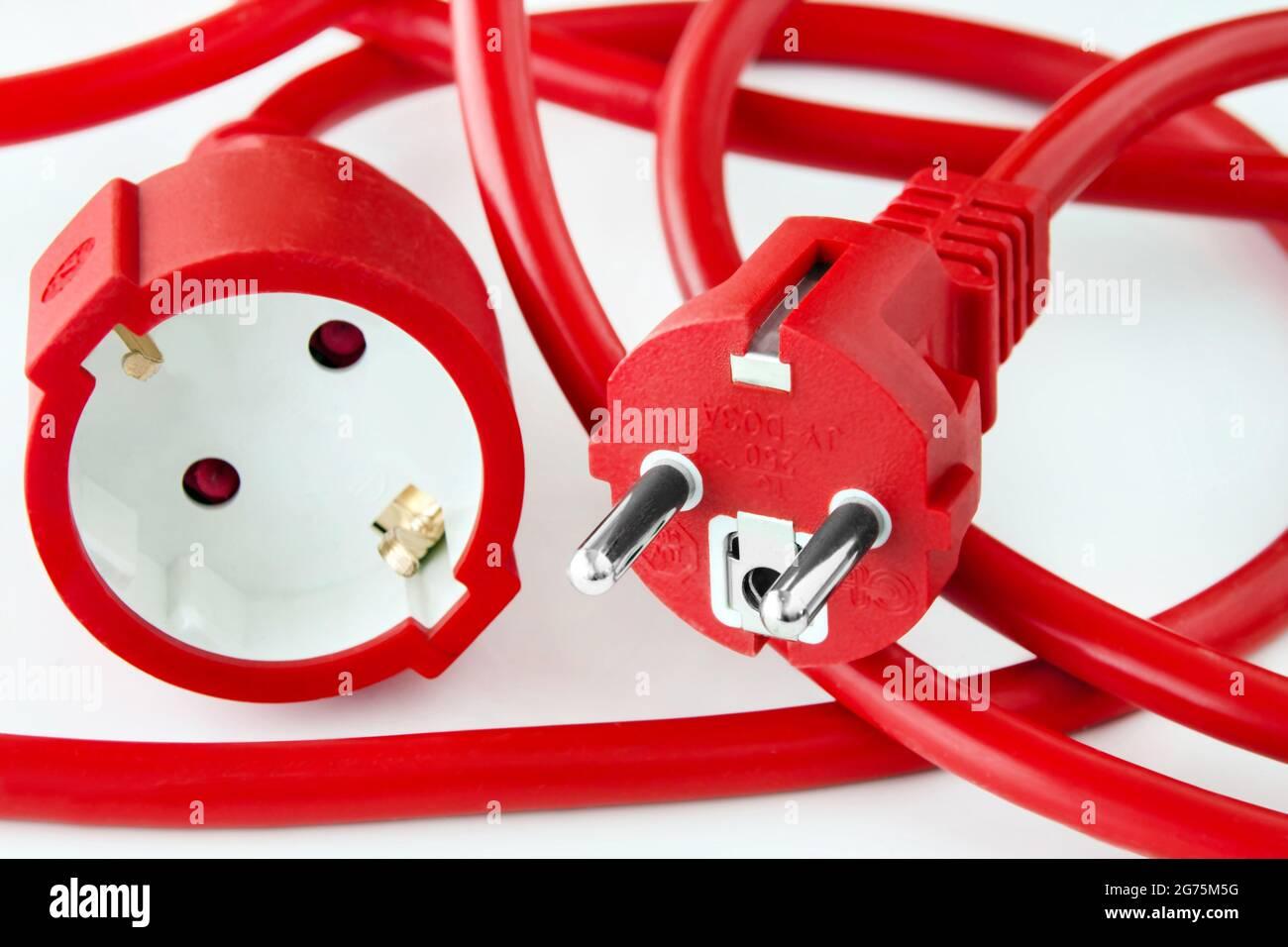 Rotes Stromkabel auf weissem Hintergrund Stock Photo