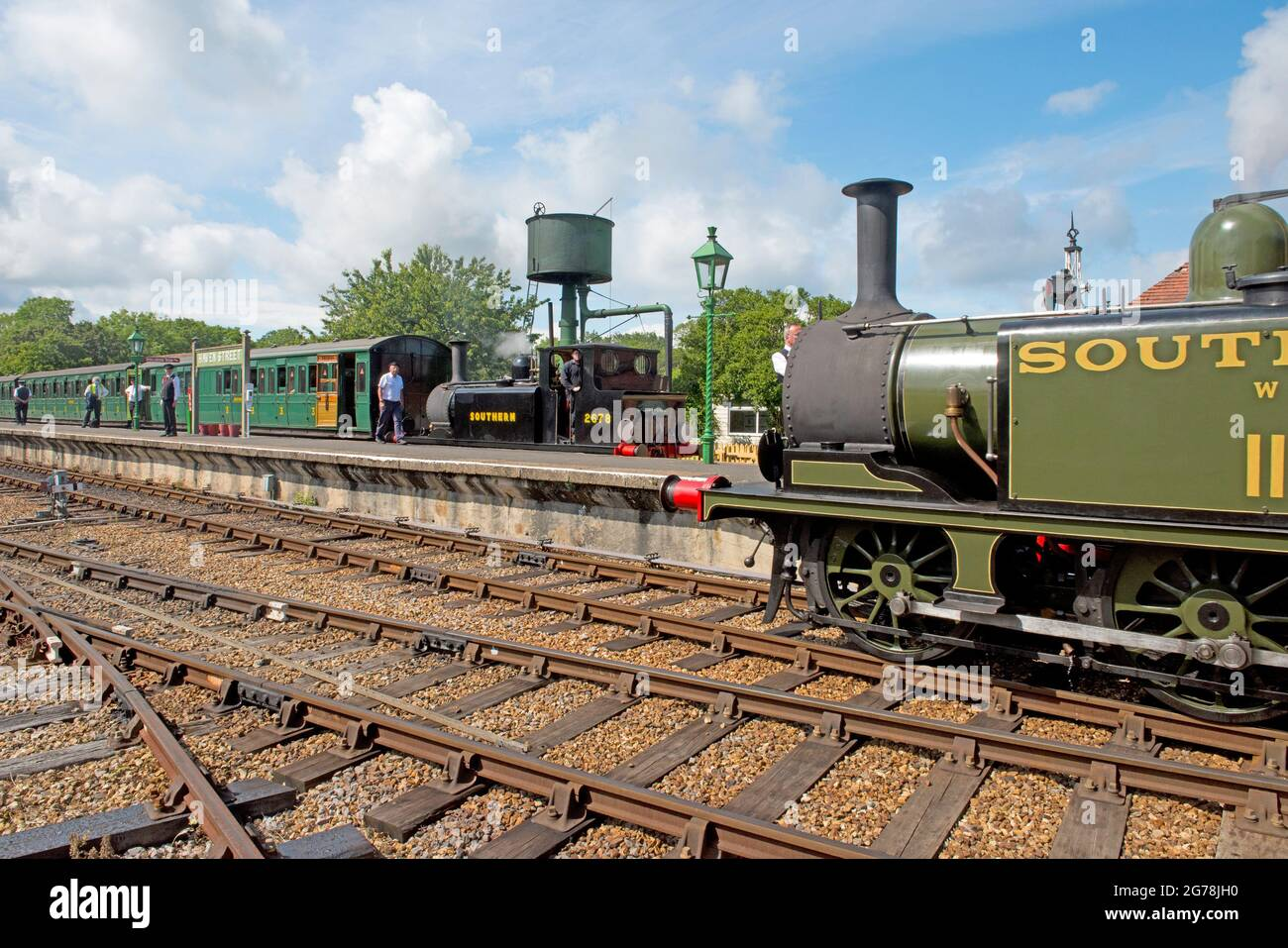 A1X 'Terrier' locomotive brings a train into Havenstreet station on the Isle of Wight Steam Railway Stock Photo