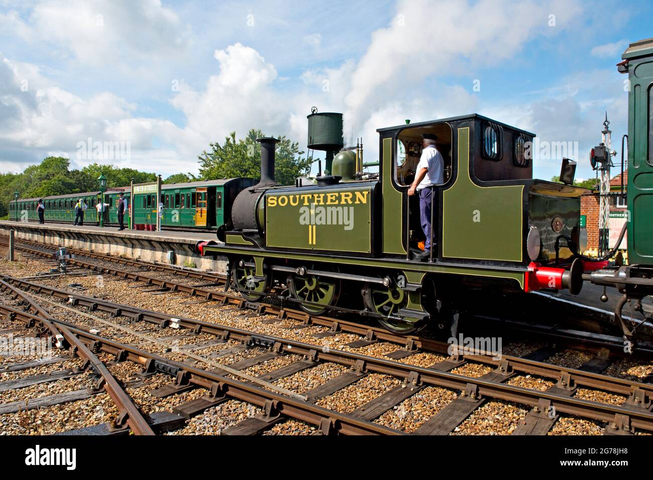 A1X'Terrier' locomotive brings a train into Havenstreet station on the Isle of Wight Steam Railway Stock Photo