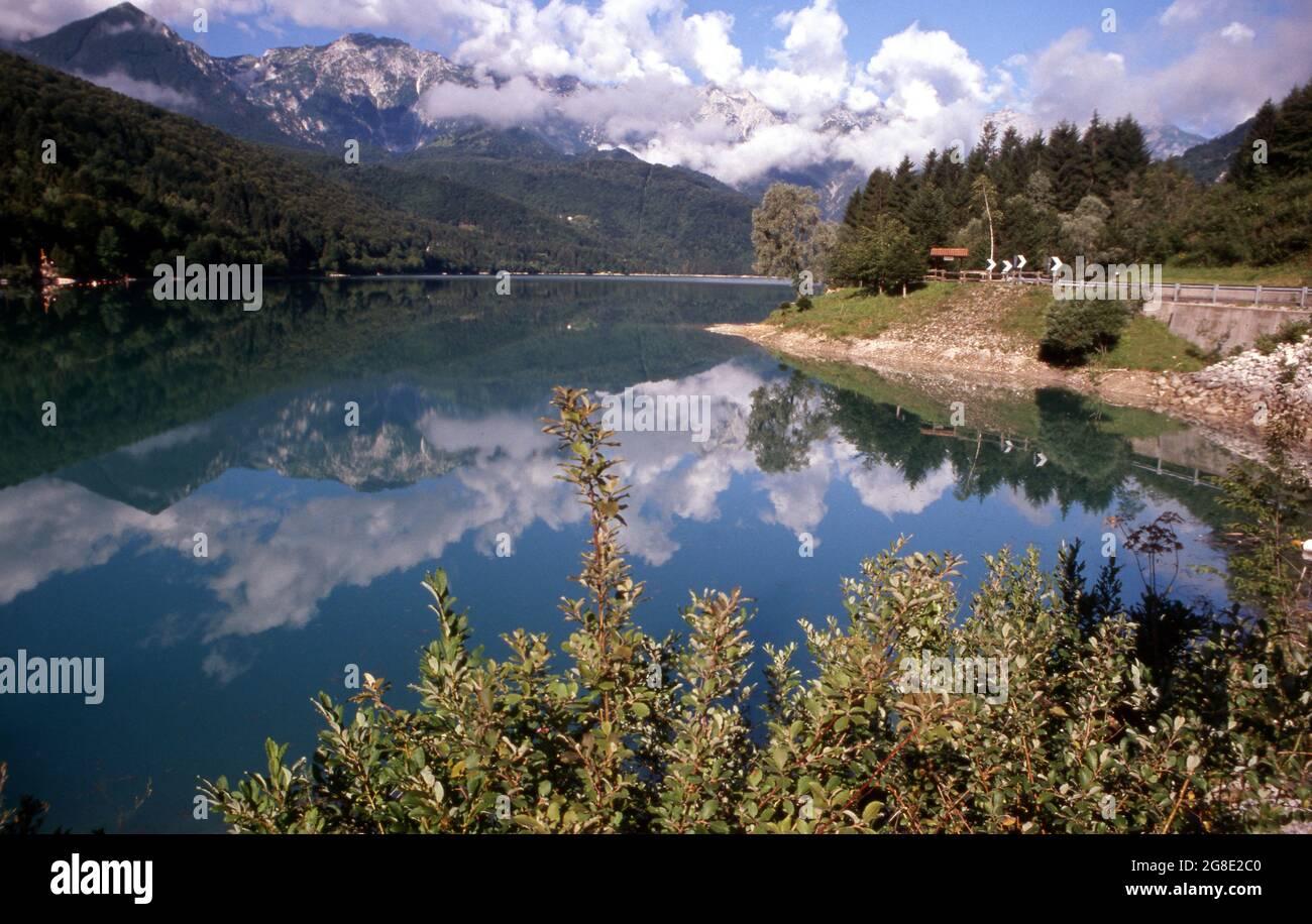 Lago di Barcis nelle Dolomiti Friulane in Valcellina Stock Photo
