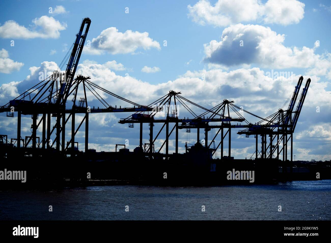 cranes at liverpool 2 container terminal freeport liverpool england uk Stock Photo
