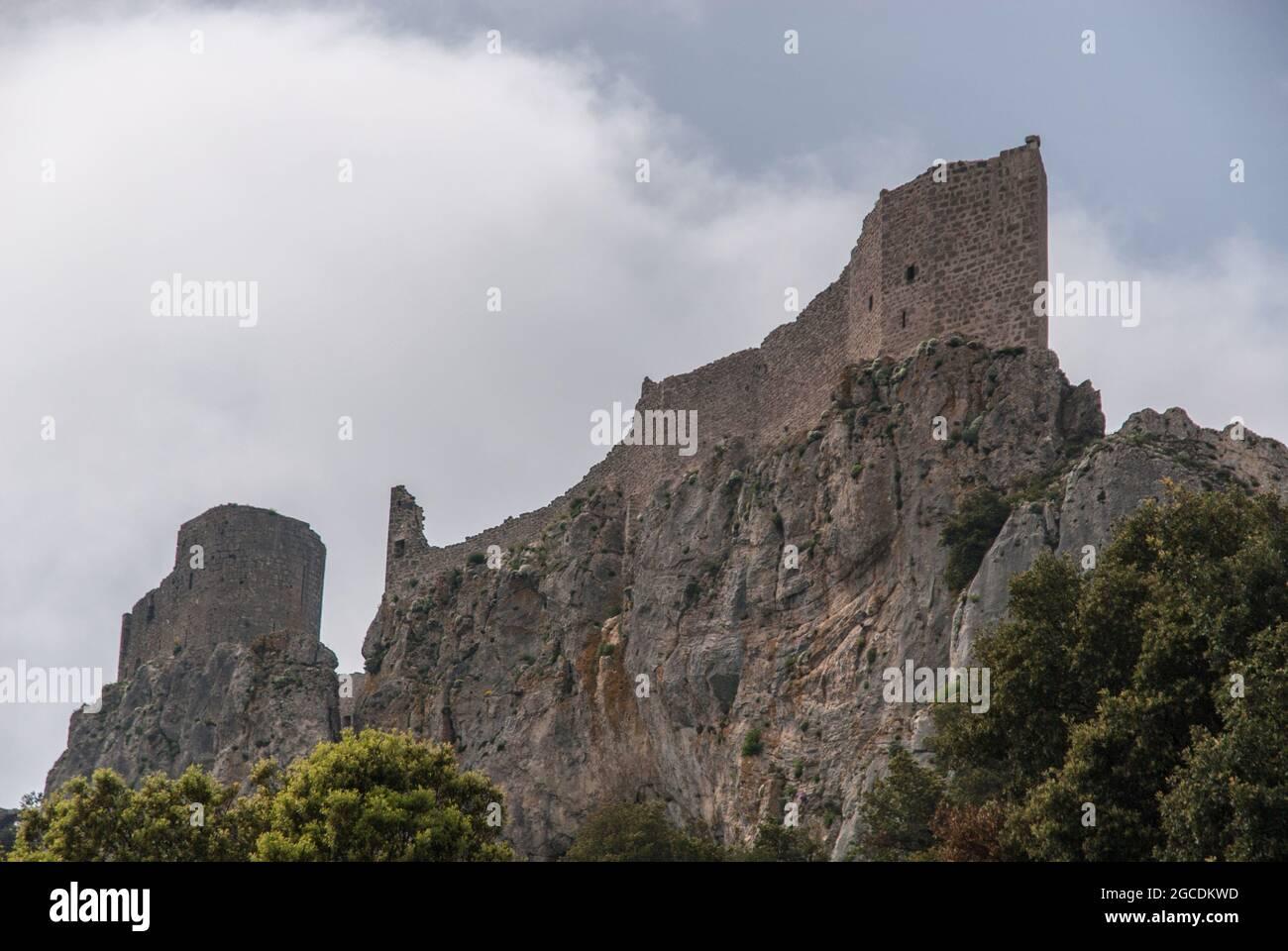 Die Burg Peyrepertuse, eine der berühmten Katharer Burgen in ...