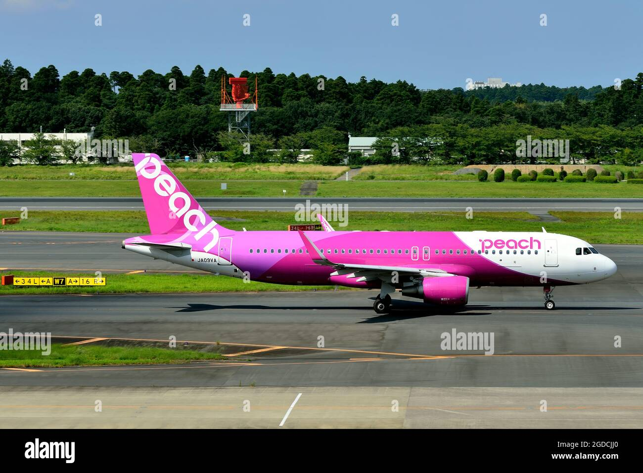 Peach Aviation, Airbus, A320 CEO, WL, JA09VA, Taxi to TO, Tokyo Narita Airport, Chiba, Japan Stock Photo