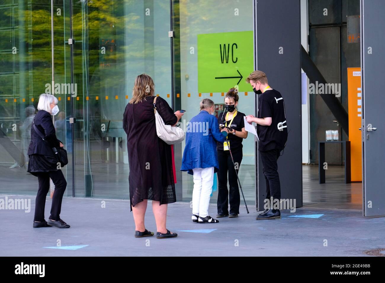DEU, Deutschland, Nordrhein-Westfalen, Ruhrgebiet, Bochum, 15.08.2021: Neustart des Kulturbetriebes in Corona-Zeiten bei der Ruhrtriennale in Bochum a Stock Photo