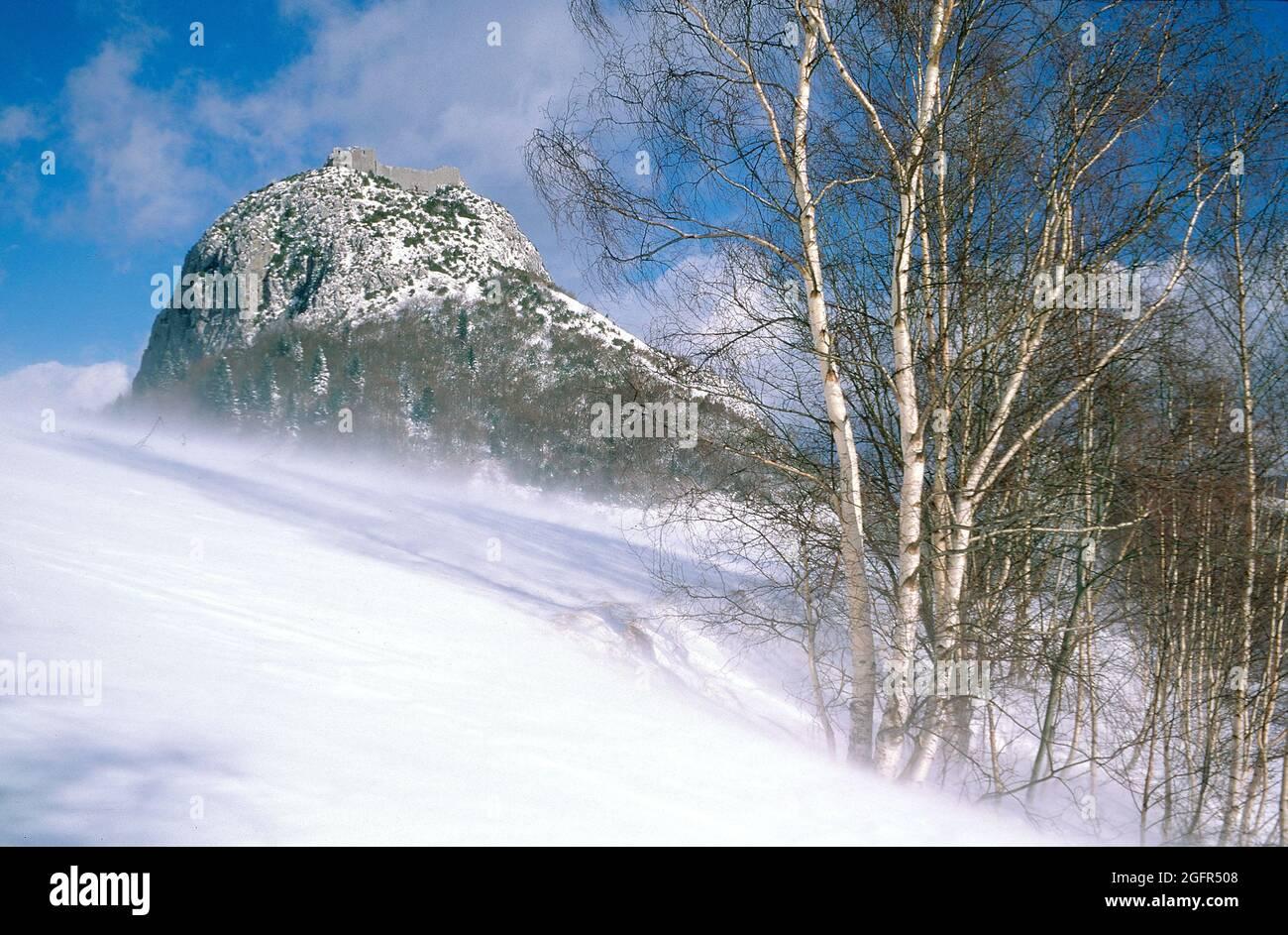 France. Ariège (09) Cathar castle of Montsegur under the snow Stock Photo