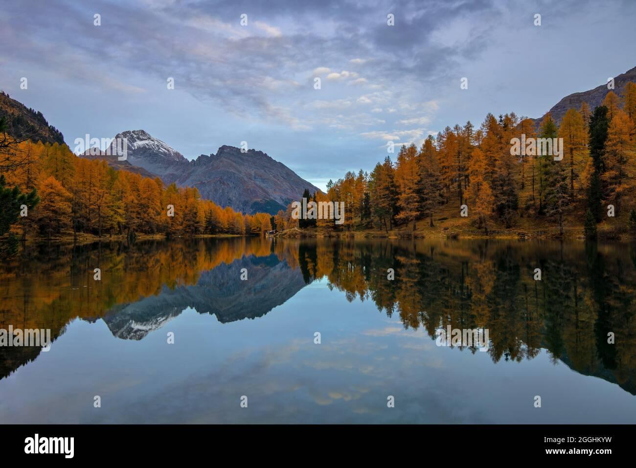 Sonnenaufgang am Palpuognasee Kanton Graubünden Schweiz Stock Photo