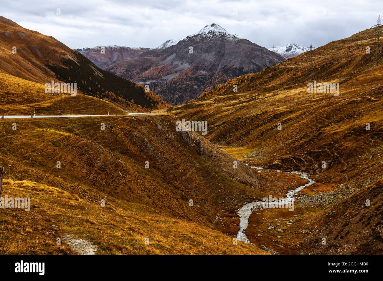 Im Herbst am Julierpass ins Engadin in der Schweiz Stock Photo