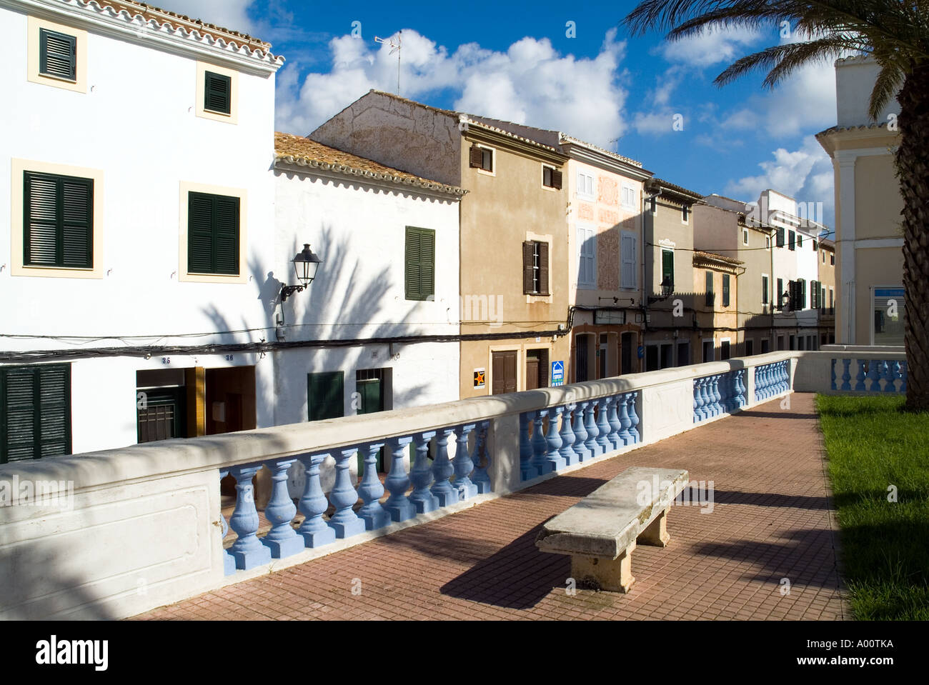 dh Placa Nova ALAYOR MENORCA Old market town houses bench seat plaza - Stock Image