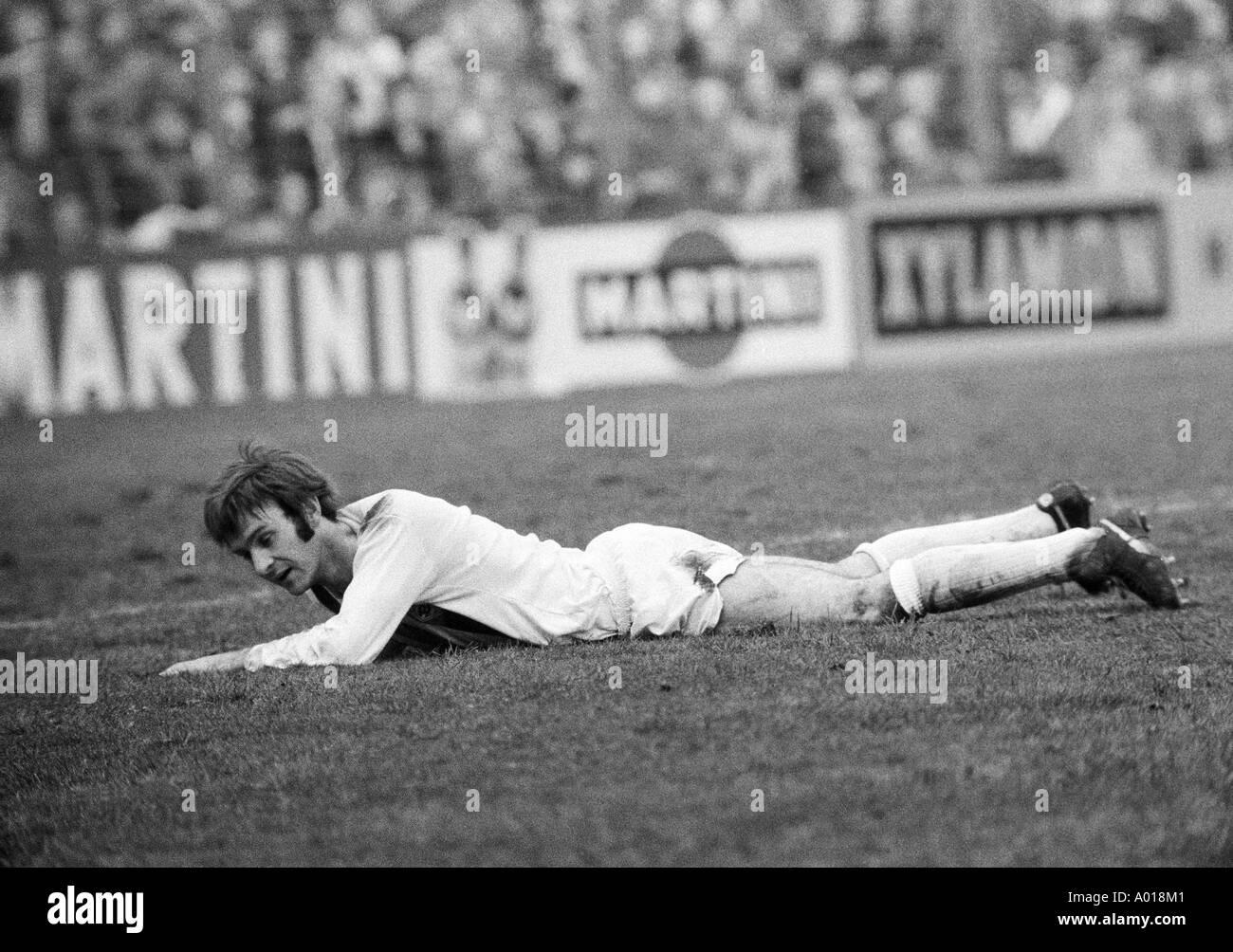 football, Bundesliga, 1973/1974, Borussia Moenchengladbach versus MSV Duisburg 3:2, Boekelberg Stadium, Horst Koeppel lying on the lawn, b&w, black and white, black & white photography - Stock Image