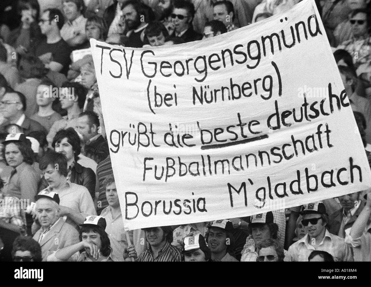 football, Bundesliga, 1973/1974, Borussia Moenchengladbach versus Bayern Munich 5:0, Boekelberg Stadium, fans holding a bannercelebrating the team of Moenchengladbach, b&w, black and white, black & white photography - Stock Image