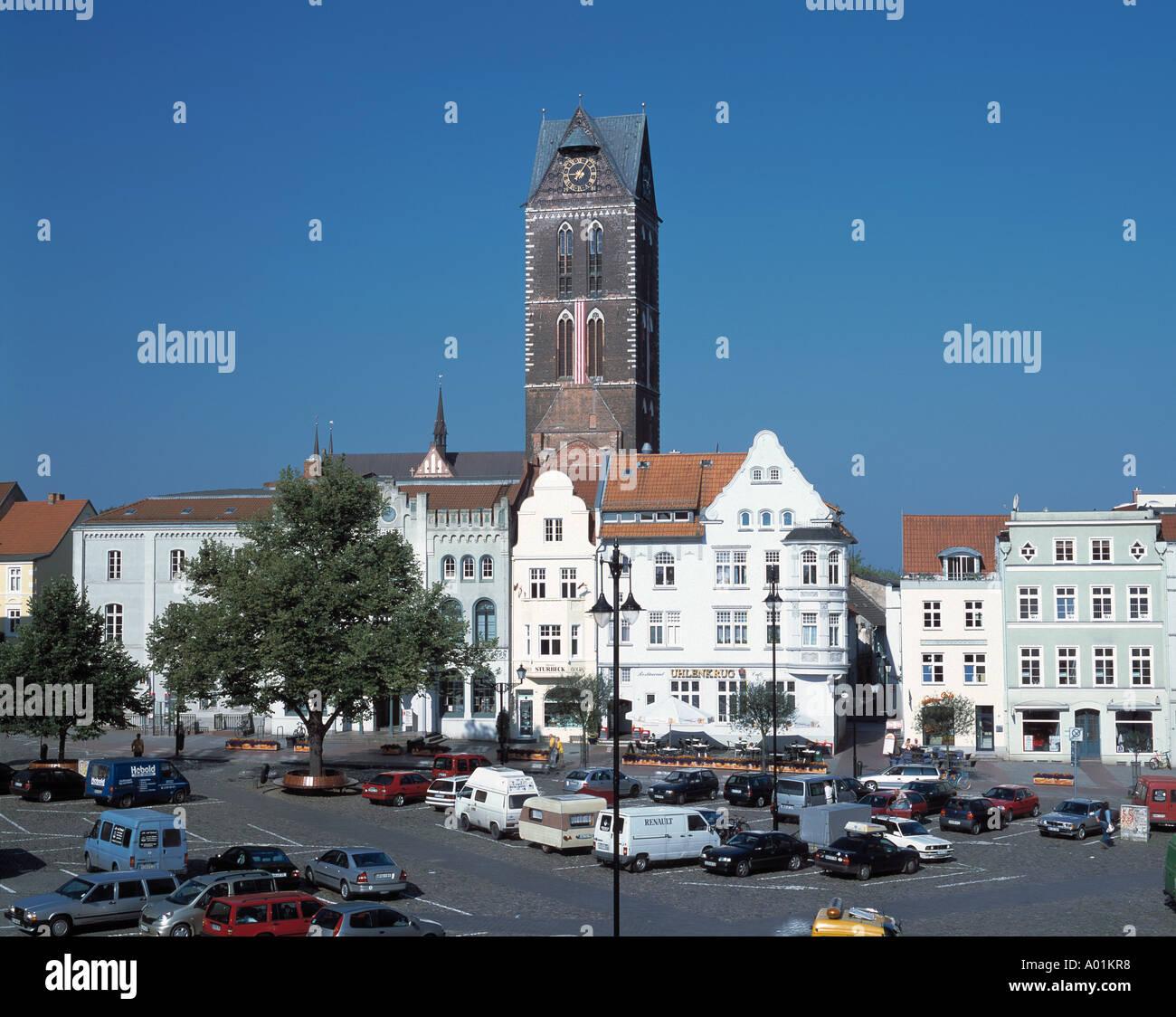 Marktplatz, Buergerhaeuser, Kirchturm der Marienkirche, Wismar, Ostsee, Mecklenburg-Vorpommern - Stock Image