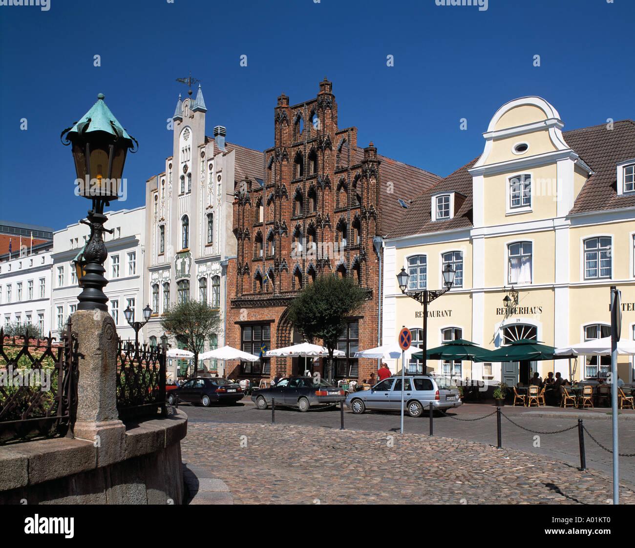 Marktplatz, Buergerhaeuser, Backsteinhaus 'Alter Schwede', Backsteingotik, Wismar, Ostsee, Mecklenburg-Vorpommern - Stock Image