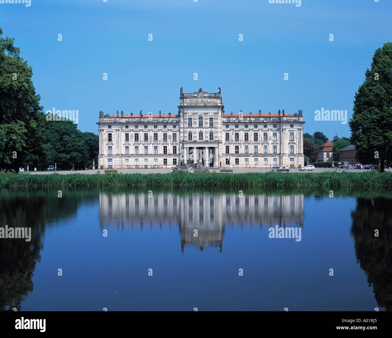 Barockschloss, Residenzschloss, Schlossplatz, Schlossteich Am Basin, Ludwigslust, Griese Gegend, Mecklenburg-Vorpommern Stock Photo