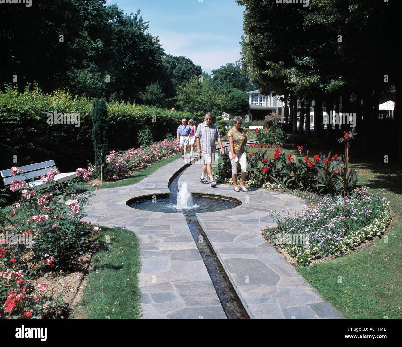 Rosenbachlauf Im Kurpark Wasserrinne Mit Springbrunnen Touristen
