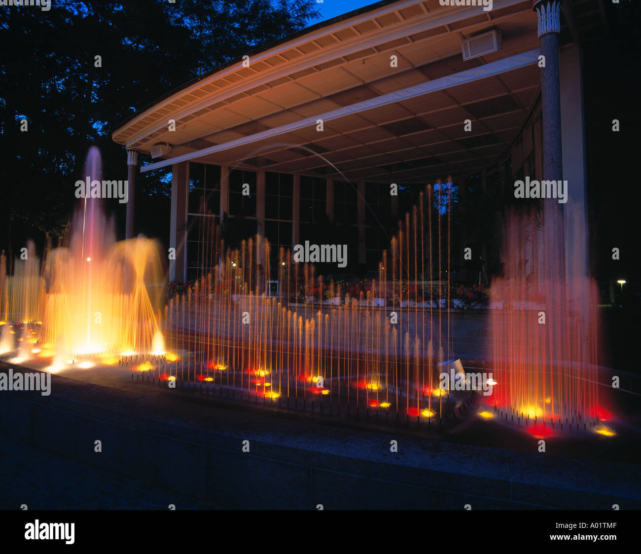 D-Bad Mergentheim, Tauber, Baden-Wuerttemberg, spa gardens, fountain at the music pavilion, at night, illuminated Stock Photo