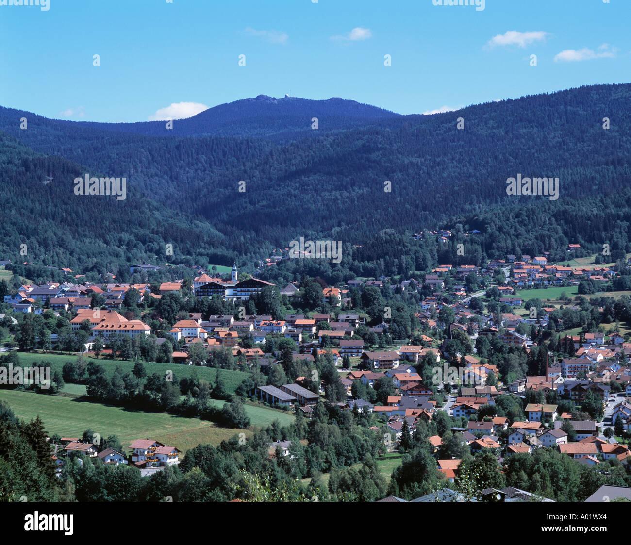 Panoramablick Bergige Landschaft Bewaldete Landschaft Stadt Stock