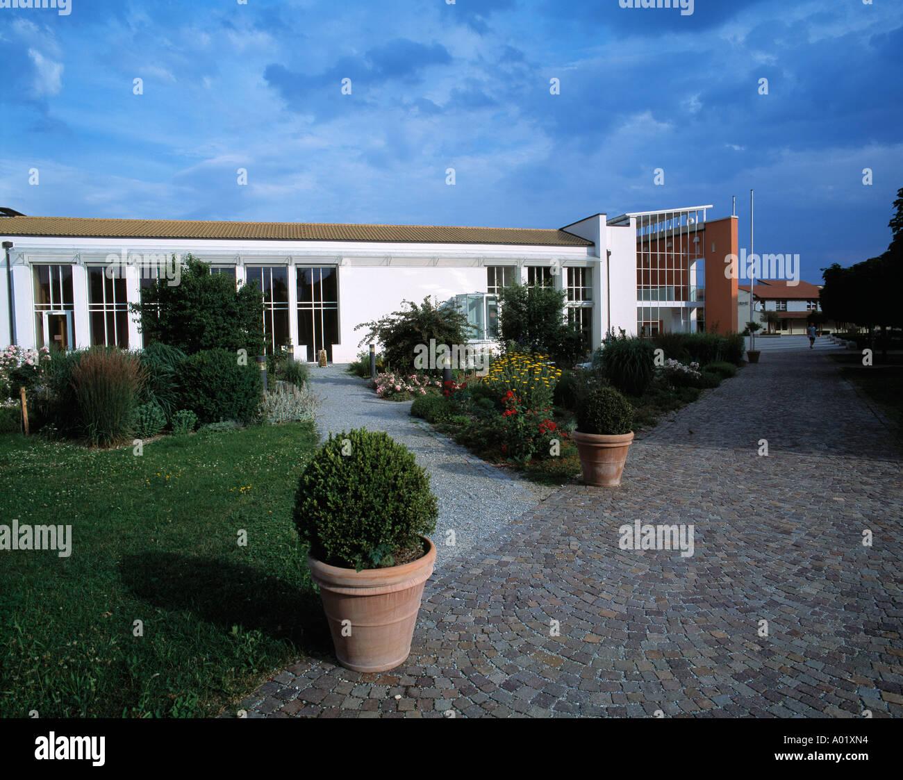 Kurhaus, Seitenansicht, Pflanzenkuebel, Blumenkuebel, Neustadt an der Donau-Bad Goegging, Abens, Niederbayern Stock Photo