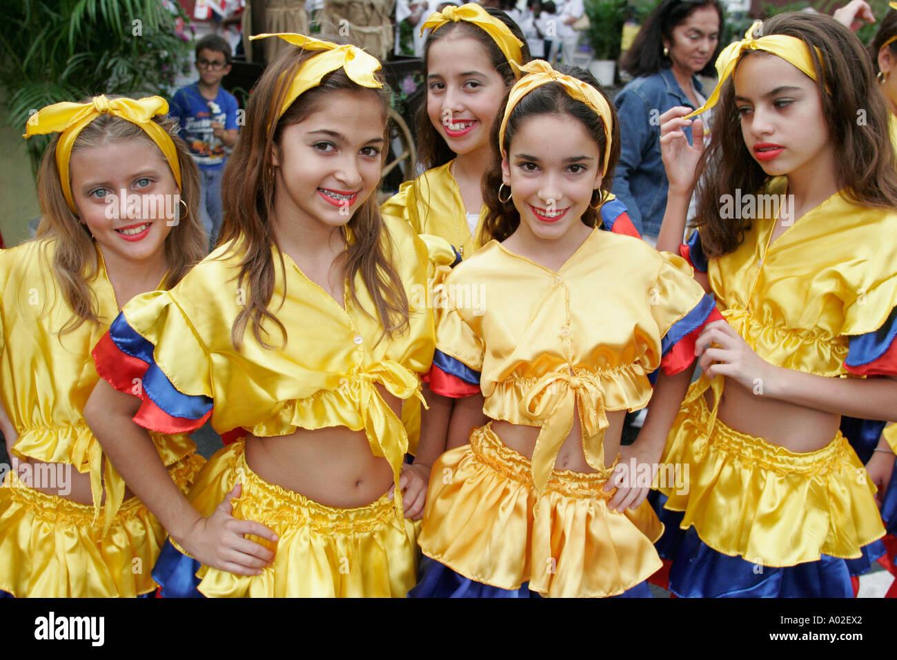 Colombian girls dancing