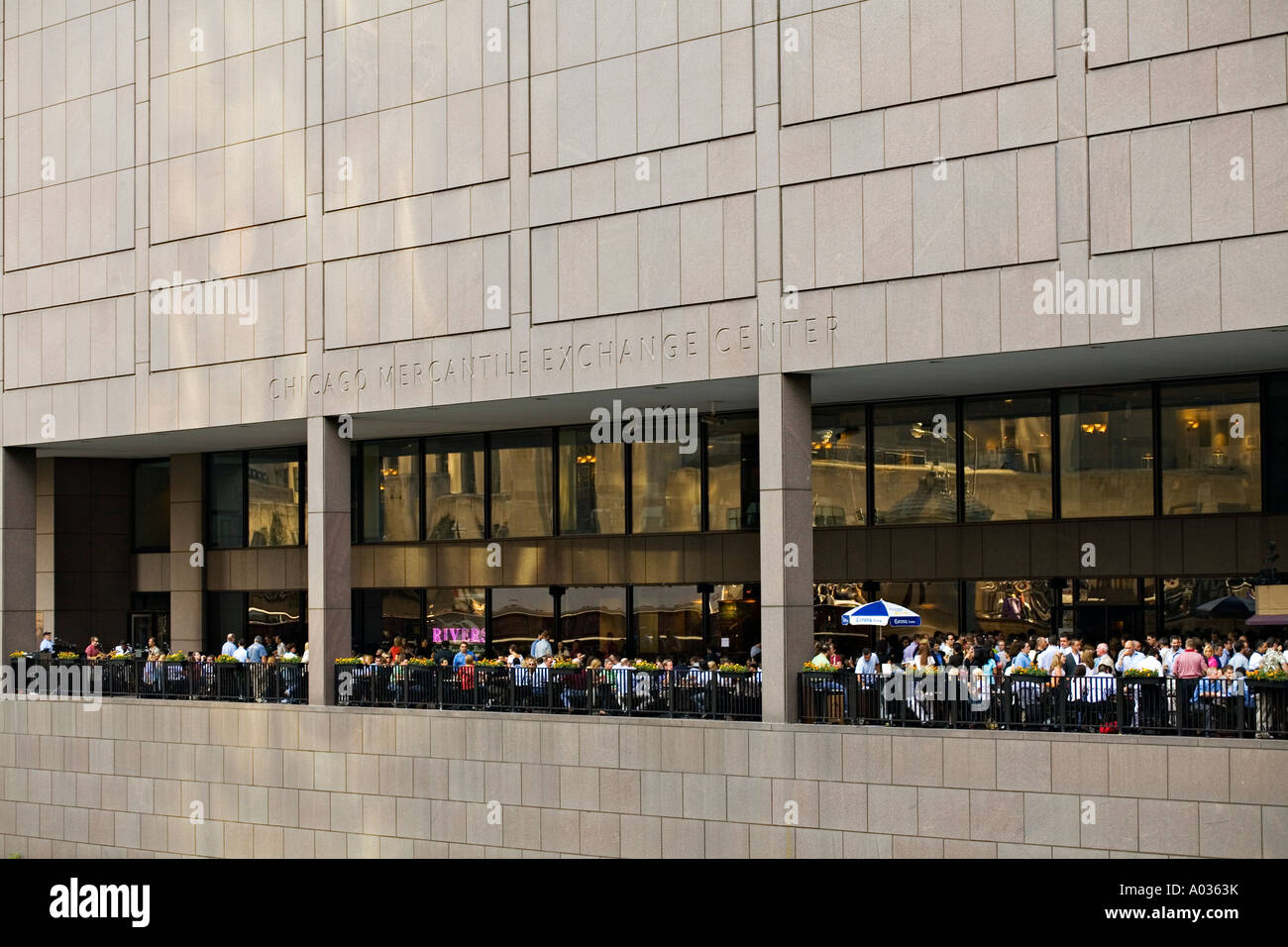 ILLINOIS Chicago Many people on outdoor patio restaurant in hicago Mercantile Exchange Center after work Stock Photo