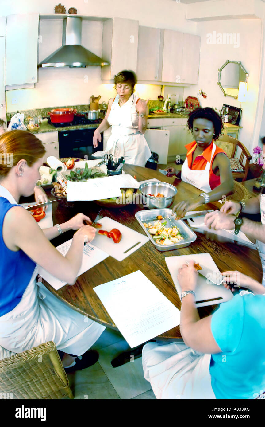 PARIS France, Mixed Group of American Students in 'Cooking class' 'Promenades Gourmandes' with Teacher Preparing Meals, THE CUISINE OF FRANCE - Stock Image