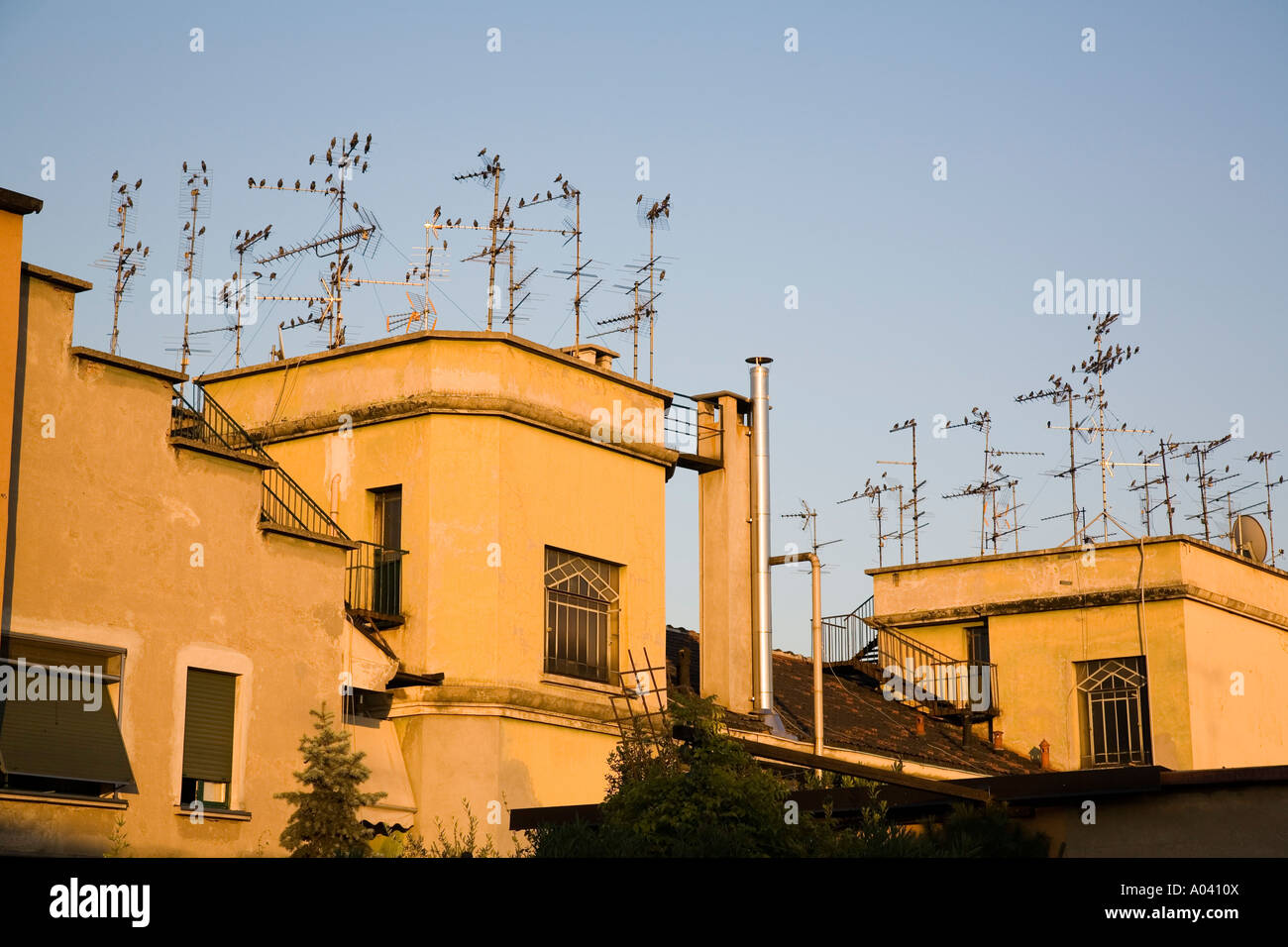 Roof of apartment building with many TV antenna towers ...