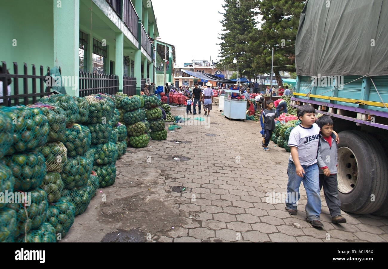 GUATEMALA SANTIAGO ATITLAN Busy square in the center of Santiago Atitlan with thousands of avocados - Stock Image